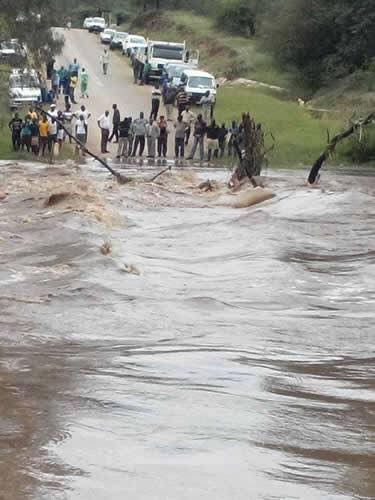 0 Apr Car >> Zimbabwe floods in PICTURES – Nehanda Radio