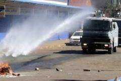 riot-police-protestors-e1499886417800