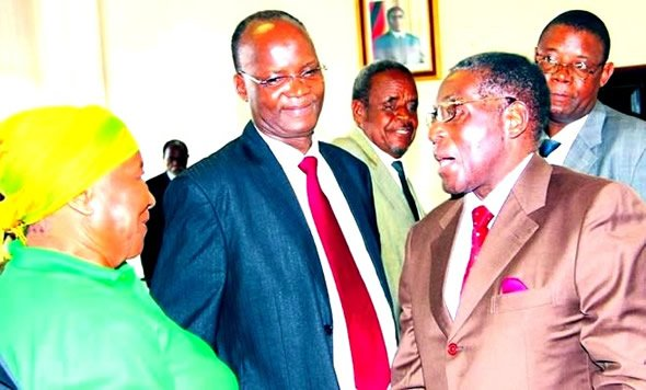 Chief Wiki-Leaker Jonathan Moyo (centre) seen here with Robert Mugabe at a Zanu PF Politburo meeting