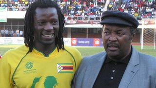 Zimbabwe star Benjani Mwaruwari, alongside the legendary Jomo Sono