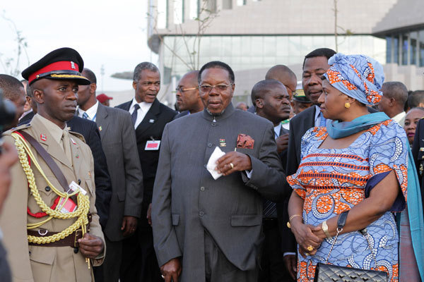 Malawi President Bingu wa Mutharika (C) and his wife Callista are seen during the 18th African Union (AU) summit in Ethiopia's capital Addis Ababa in this January 28, 2012 photo