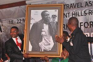 Minister cries after receiving Mugabe portrait
