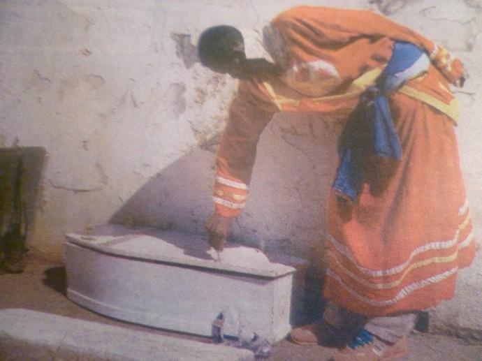 Madzibaba Makandiwa opening the coffin
