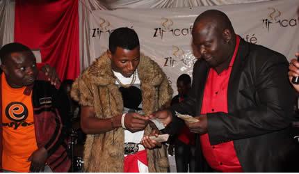 Peter moyo cd fetches us5 000 nehanda radio windfall peter moyo receives us5 000 from promoter charles mukuze negle Choice Image