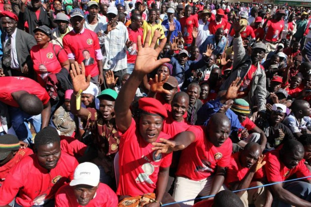 MDC-T supporters at Tsvangirai at Gokwe Centre