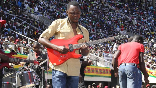 Alick Macheso performing