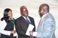 Prosecutor General Johannes Tomana (centre) does not appear to have a functioning approach to combating corruption