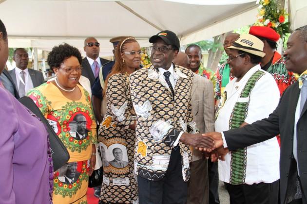 President Mugabe , First Lady Grace Mugabe, VP Mujuru, Simon Khaya Moyo arrive for Zanu PF conference in Chinhoyi