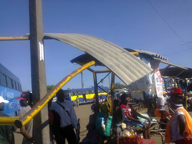 Dangerous hanging roofing sheet in Mbare