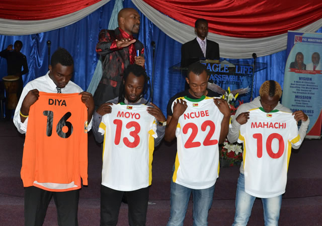 "Prophet Chiza prays for Warriors at Eagle Life Church in Bulawayo yesterday. From left are Highlanders goalkeeper Munyaradzi Diya, Peter ""Rio"" Moyo, Milton Ncube and Kudakwashe Mahachi"