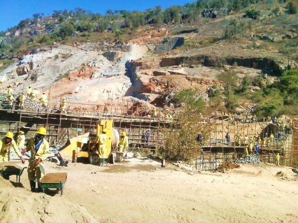 Thousands evacuated as Tokwe-Mukosi Dam cracks
