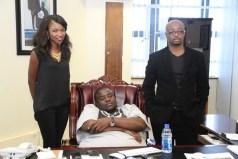 Wicknel Chivayo flanked by Miss Carnival Dananai Chipunza (left) and Mambosasa Legal Practioner Phillip Nyakuedzwa