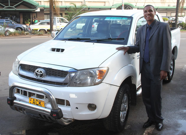 Businessman Edias Mavedzenge gave Gift Amuli a Toyota Hilux Virgo to use to resuscitate his waning music career.
