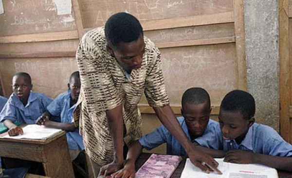 File picture of teacher with pupils