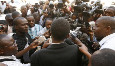 Journalists going about their work in Zimbabwe (Picture by REUTERS/Howard Burditt (ZIMBABWE)