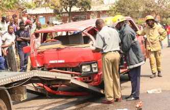 19 cheat death in kombi-Corolla crash