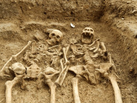 Is this not the most romantic pair of skeletal remains you have ever laid eyes upon? (Courtesy of University of Leicester Archaeological Services)