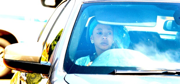 Kelly Khumalo arrives at her house in Spruitview (Gallo Images)