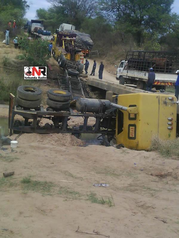 Accident along Chivake River Bridge near Murehwa (Picture by Nehanda Citizen Reporter)