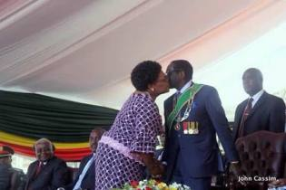 Mujuru kissing Mugabe