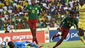 Ambroise Oyongo scored his first goal for Cameroon to rescue a point against Mali in their opening match