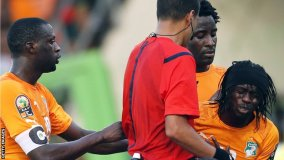 Ex-Arsenal striker Gervinho (right), who had hit the bar in the first half, was dismissed on 58 minutes for a slap.