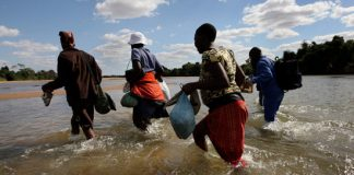 Zimbabwe border jumpers crossing the Limpopo