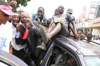 Buhera South legislator Joseph Chinotimba (centre) is joined by touts as he stages a one-man demonstration against the harassment of pirate taxi drivers by municipal police and the poor maintenance of roads in Harare yesterday. — (Picture by Tawanda Mudimu)