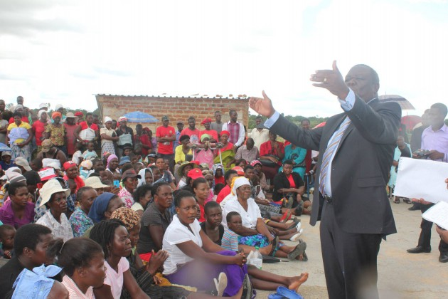 Opposition leader Morgan Tsvangirai addressing residents in Epworth
