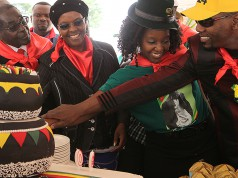 President Robert Mugabe, center left, his wife Grace, daughter Bona and her fiance Sam Chikoore cut his birthday cake during celebrations to mark his 90th Birthday in Marondera about 100 kilometres east of Harare, February, 23, 2014.