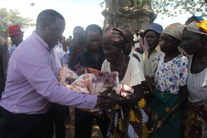 Opposition leader Morgan Tsvangirai handing over blankets and food to elderly villagers in the Zambezi Valley in Mashonaland Central province