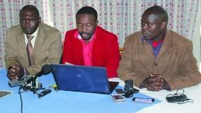 Jacob Mafume (centre) flanked by Last Mayengahama and Promise Mkwananzi