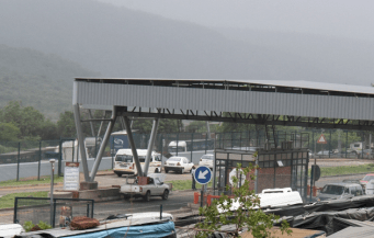 Lebombo border post has been closed until further notice Friday17 April 2015 after an unruly mob barricaded the N4 near Ressano Garcia, targeting trucks with South African registration numbers.. File photo Image by: Bafana Mahlangu / Sowetan