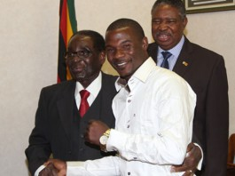 President Mugabe meets Charles Manyuchi and hands over $50 000