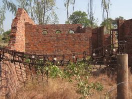 The structure was abandoned in 2003 while still at window level because contractors could not continue due to lack of funds. (Picture by Nhau Mangirazi)