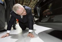 Martin Winterkorn of VW on his knees (Picture by DPA)