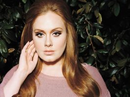 Adele makes history with 800,000 sales