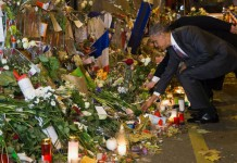 Obama pays respects at Bataclan theatre