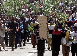 University of Zimbabwe students carry branches and fronds during a peaceful march from the campus to Harare city centre April 9, 2001. The students, who were protesting the alleged beating to death of a student by riot piolice during disturbances Sunday 8 April 2001, were dispursed by riot police who fired teargas. (Picture by Howard Burditt/Reuters)