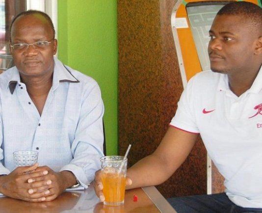 Jonathan Moyo shares a drink with Mduduzi Mathuthu