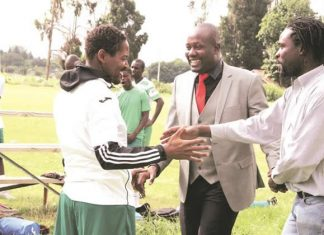 THE GREEN FAMILY . . . CAPS United president Farai Jere shares a jokke with former club captain Method Mwanjali