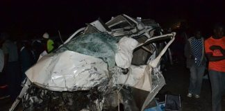 People view the mangled wreckage of a Toyota Regius which collided head-on with a Mutare-bound Nissan Caravan, resulting in the death of 15 people along Mutare-Chimanimani Road