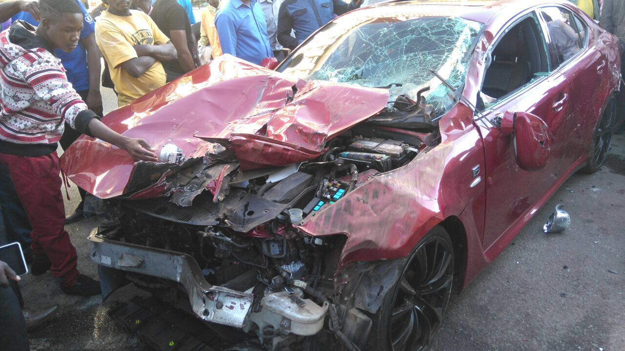 Stunner cheats death after car crash – Pictures and Video