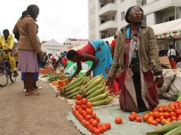 File picture of vendors on the street in Zimbabwe (Picture by Kudakwashe Hunda)