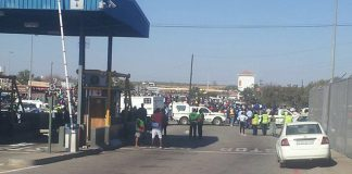 Zimbabwean police shut down Beitbridge border post