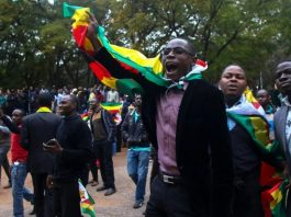 "Supporters of ""ThisFlag campaign"" demonstrate outside the Harare magistrate's court, where pastor Evan Mawarire, the man leading Zimbabwe's new protest movement, walked free from court on July 13, 2016 ©Jekesai Njikizana (AFP/File)"