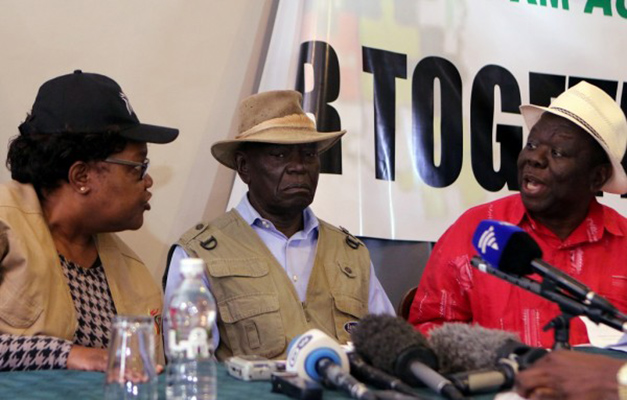 Zimbabwe opposition party leaders Morgan Tsvangirai (R), former Vice President, Joice Mujuru (L) and convener of the National Electroral Reform Agenda (NERA) Dydimus Mutasa gesture during a press briefing in Harare, August 26, 2016. Photo: Reuters/Philimon Bulawayo