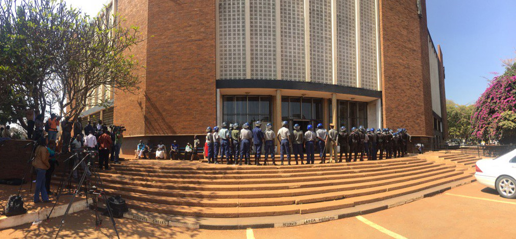 More reinforcements at entrance to court at war vet Mahiya bail ruling (Picture by George Msumba via Twitter)