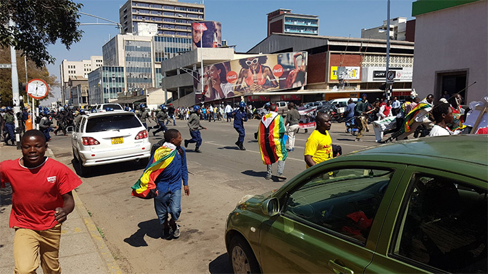 Police seen here attacking protestors in Harare (Pictures by Tapiwa G @TPGandiya on Twitter)