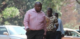Neville Mutsvanga (foreground) arrives at the Harare Magistrate's Court. (Picture by Wilson Kakurira)